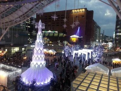 ⑤博多駅前のイルミネーション光の街博多 12メートルの巨大タワー