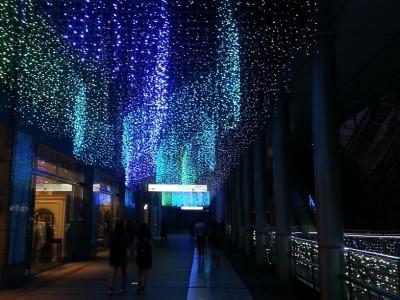 ③博多駅前のイルミネーション光の街博多 2階通路の装飾も綺麗