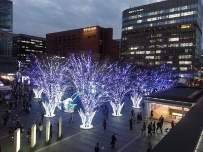 ④博多駅前のイルミネーション光の街博多 けやき広場を上から撮影