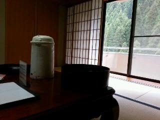 華耀亭の部屋 窓側