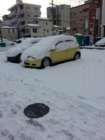 ③雪が積もって車に乗れないじゃん