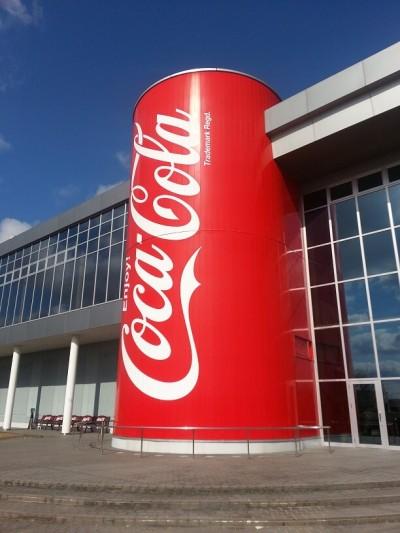 ②コカ・コーラ社のグリンパークえびの えびの工場の外観