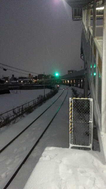 ①谷山駅で電車を待つが電車は来るのでしょうか