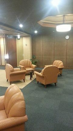 ④鹿児島温泉こらん の湯錦江楼、ロビー待合所の貝殻のような椅子