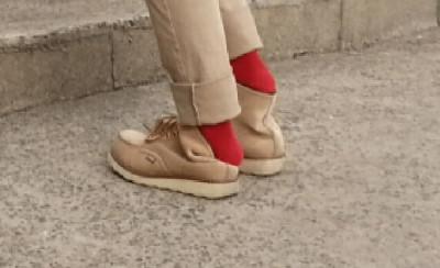 ⑪桜島シーサイドホテルの帰り道お洒落な赤い靴下を更にアップ