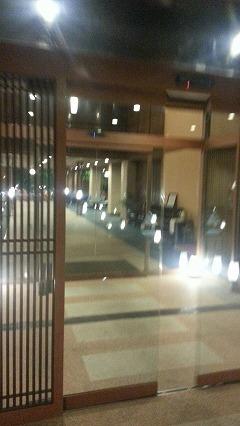 ①鹿児島温泉こらん の湯錦江楼の入口に緊張