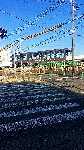 高架駅になった谷山駅の外観