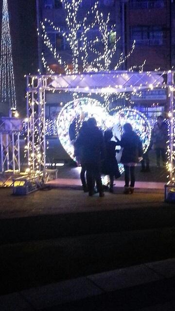 天文館公園イルミネーション(ミリオネーション)ハートの前で記念撮影