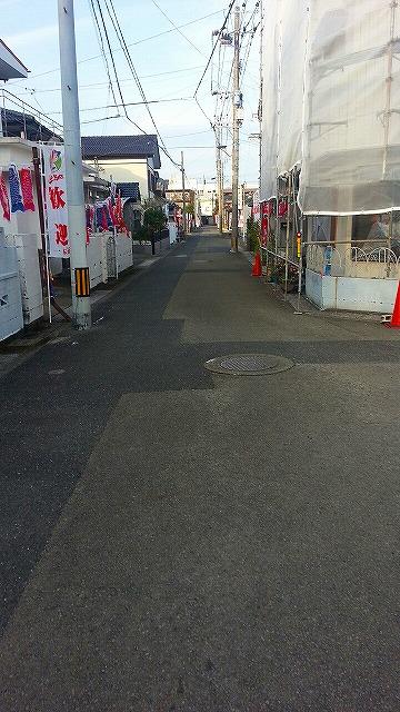 ③広島東洋カープを見に歓迎一本道を歩く.jpg