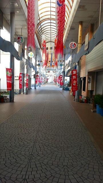 ②広島東洋カープを見に油津アーケードを歩く